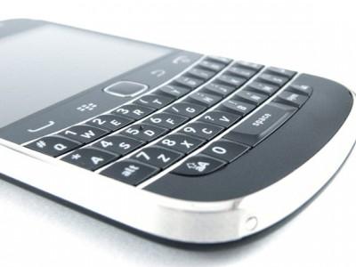 BlackBerry_Bold_9900_02-580-90