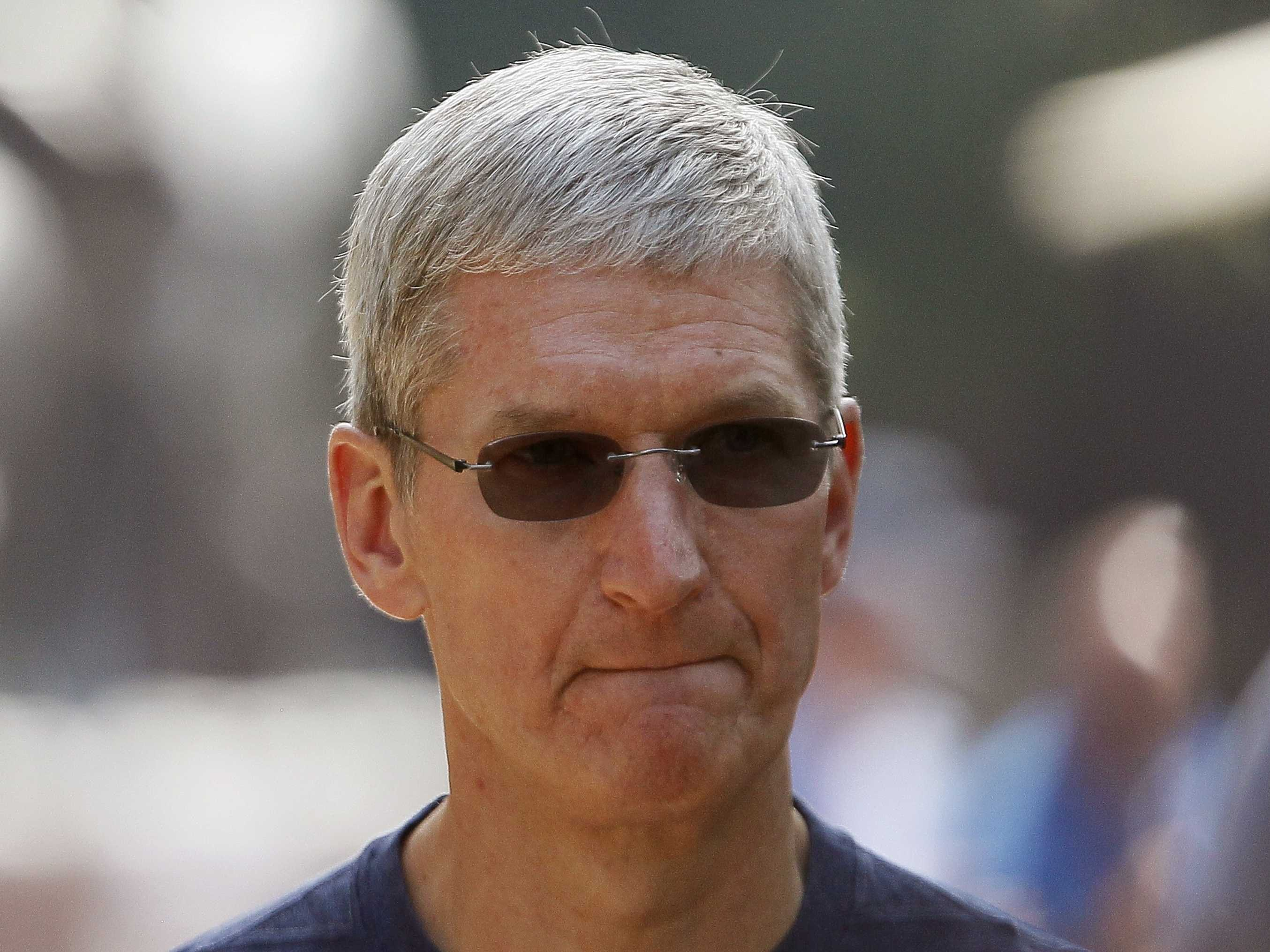 tim-cook-in-shades