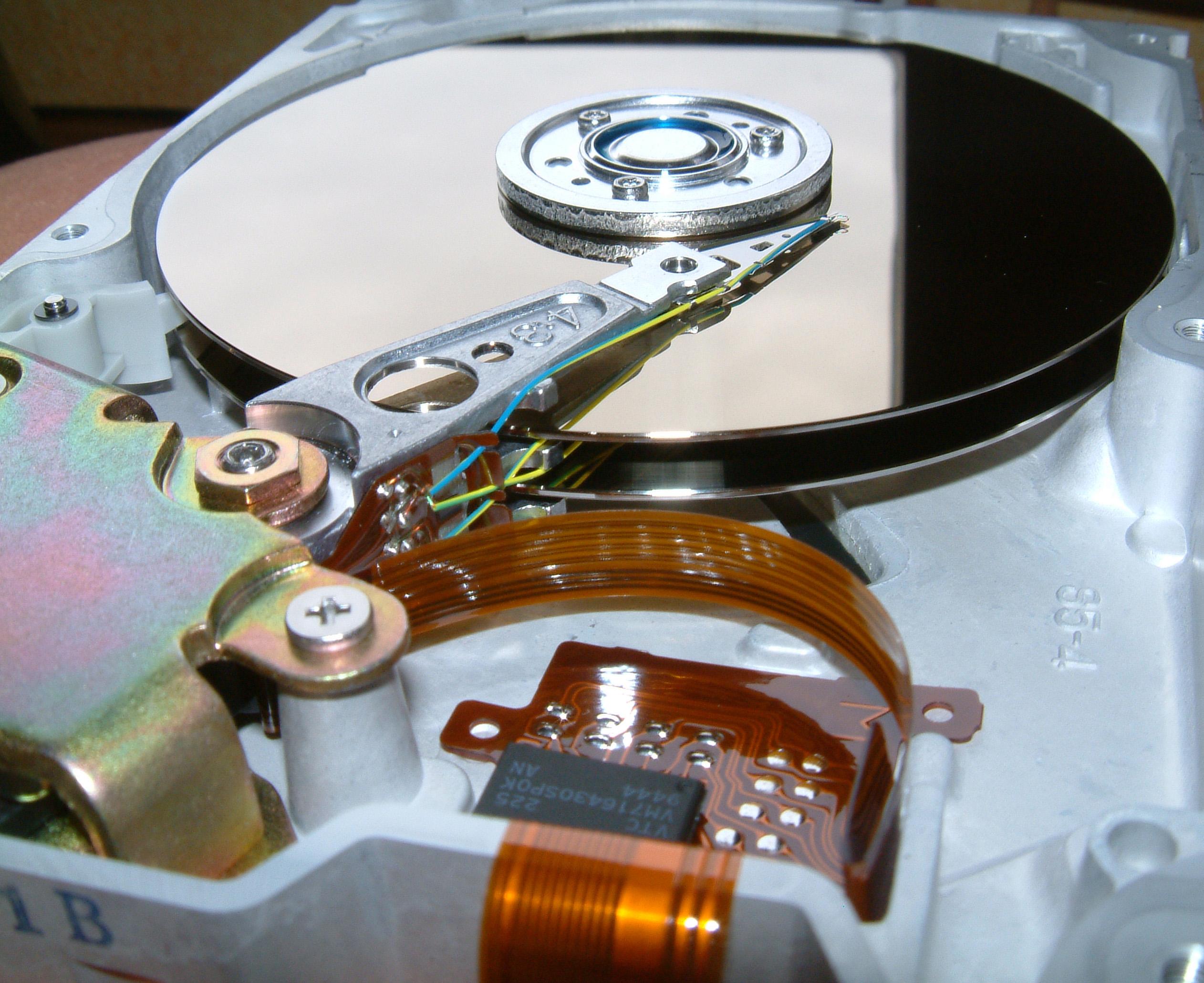 Innansicht_Festplatte_512_MB_von_Quantum