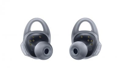 Samsungs-new-Gear-Icon-X-wireless-earbuds(17)