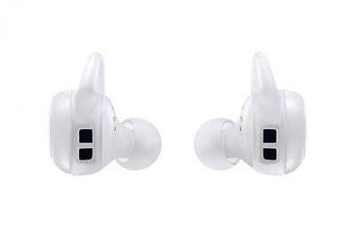 Samsungs-new-Gear-Icon-X-wireless-earbuds(26)