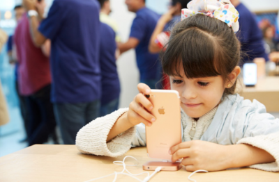 young-apple-fan-tests-an-iphone1