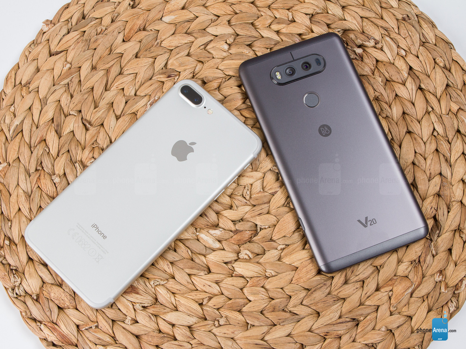 lg-v20-vs-apple-iphone-7-plus-002