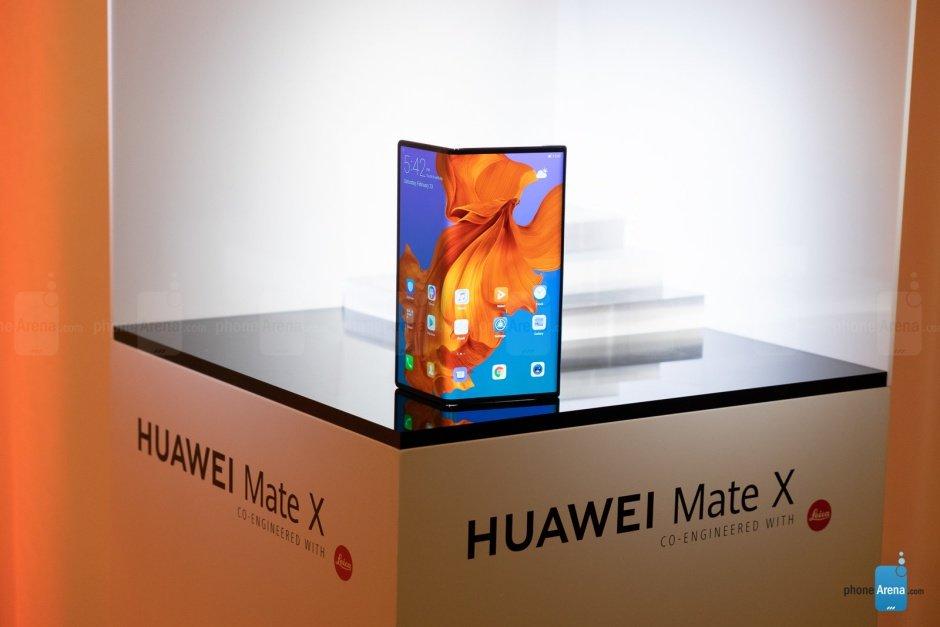 [تصویر:  Oh-no-now-the-foldable-Huawei-Mate-X-is-...months.jpg]