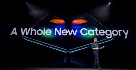 گوشی Samsung Galaxy Fold برای باری دیگر آماده ورود به...