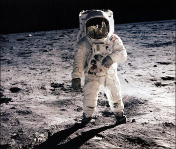 گوگل برنامهی واقعیت افزوده Apollo 11 را ساخت