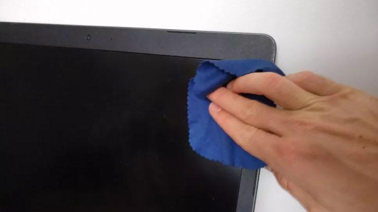 تمیز کردن صفحهنمایش لپتاپ
