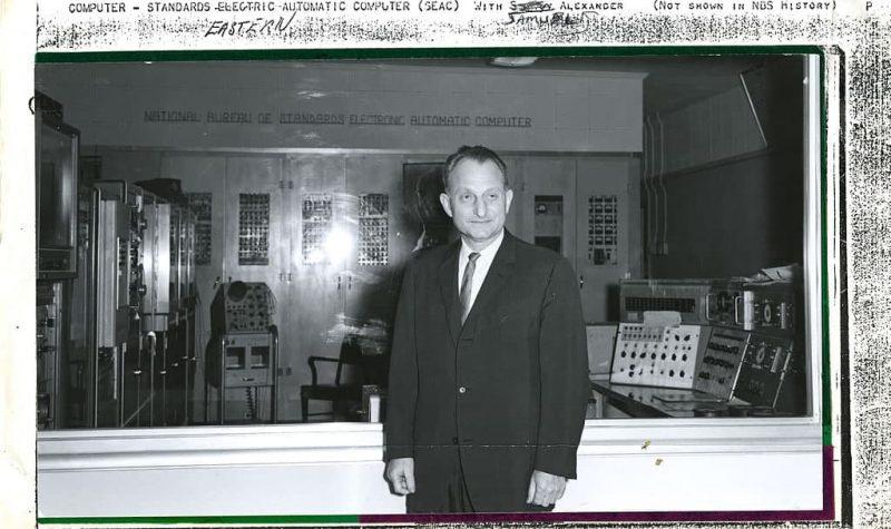 ساموئل الکساندر در کنار SEAC